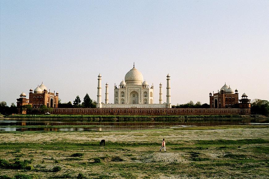 widok na Taj Mahal od strony rzeki Jamuny