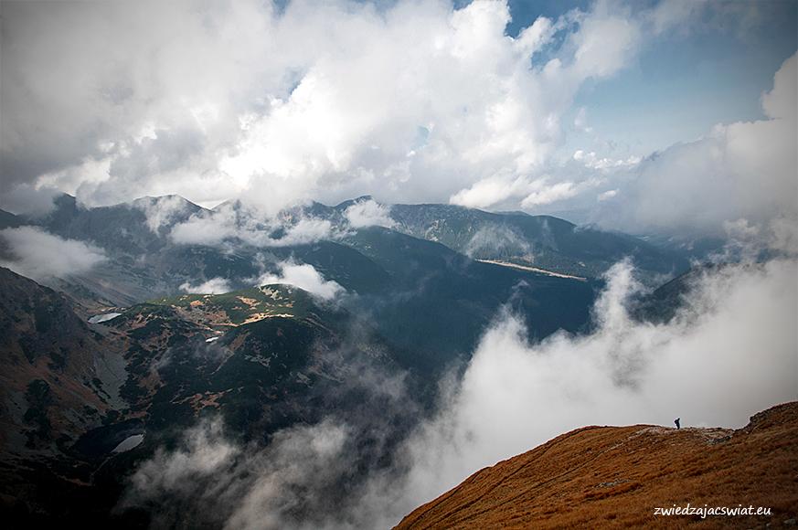 spektakl z chmurami i mgłą w rolach głównych