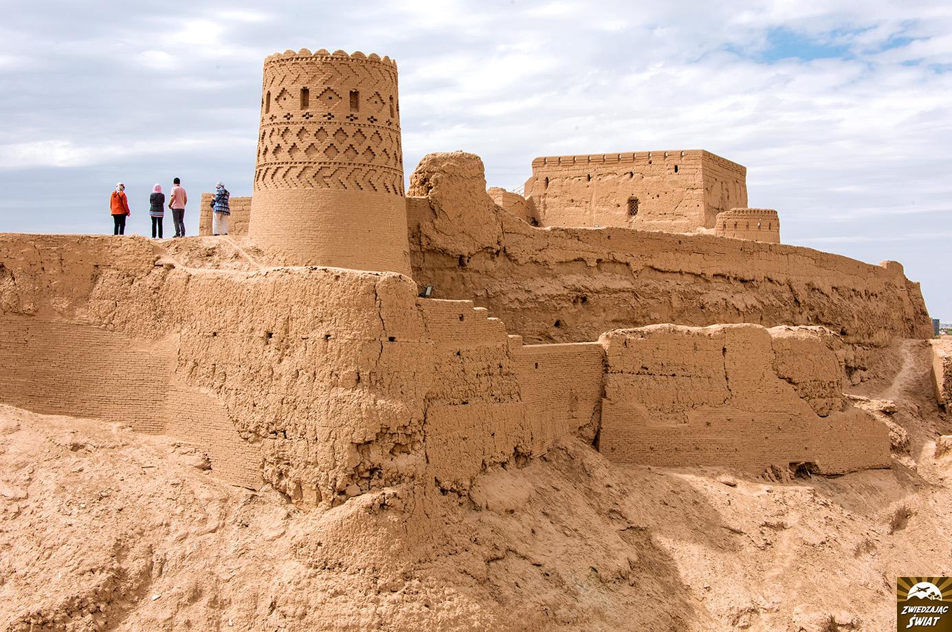 Mejbod z pozostałościami zamku Narin, Iran